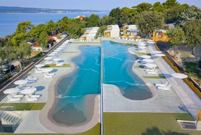 Atraktivne mobilne kućice i jedinstveni bazenski kompleks na Crikveničkoj rivijeri