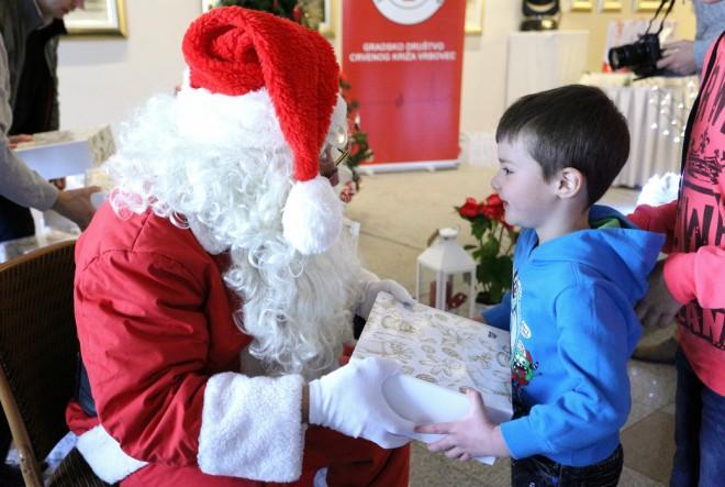 Tri dm-ove donacije u tjednu uoči božićnih i novogodišnjih praznika