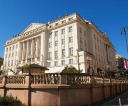 Odlazak Philipa Mahoneya s funkcije generalnog direktora hotela The Regent Esplanade