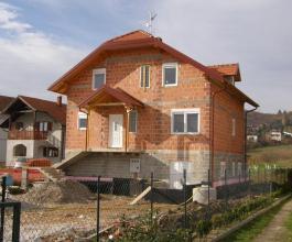 Nedovršena fasada kuće koštat će vas 3.000 kuna mjesečno. I tako dok je ne dovršite