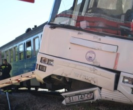 Kod Drniša sudar autobusa i vlaka- desetak ozlijeđenih