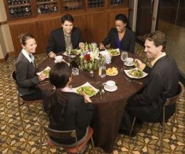 Evo kako ćete iskoristiti poslovnu večeru za ugovaranje posla