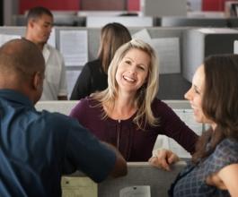 Trebaju li zaposlenici glumiti sreću za novac?