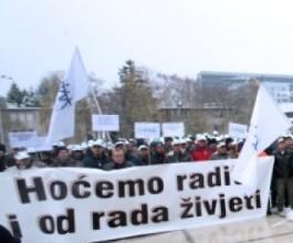 200 radnika tvrtke kćeri HŽ Infrastrukture prosvjeduje i traži plaće [VIDEO]