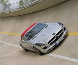 Mercedes predstavio svoju novu zvijezdu – SLS AMG Roadster [Video]