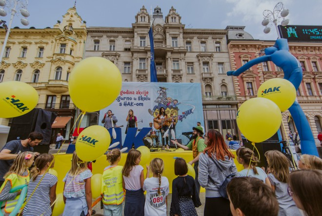 """Velikom svečanosti na Trgu bana Jelačića HAK obilježio 50 godina akcije """"Sigurno u školu s HAK-om"""""""