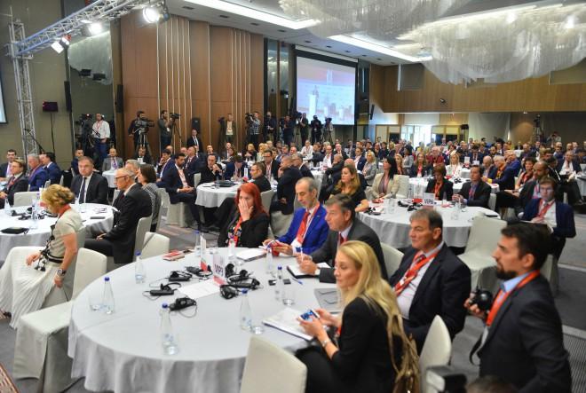 Počeo je 6. godišnji SUMMIT100 poslovnih lidera JI Europe
