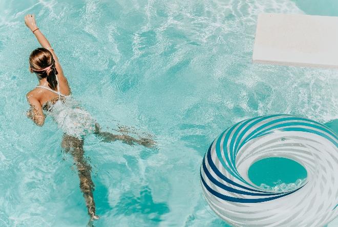 Užitak življenja uz bazen