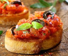 Bruschette s rajčicom i bosiljkom