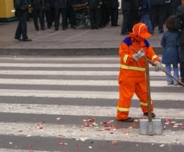 Gradonačelnik im poručio – čistite ulice sami, kao vaši djedovi i bake
