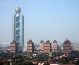 Kinesko selo na dar dobilo neboder veći od Eiffelova tornja! [Galerija]
