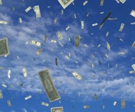 Odlazak u mirovinu proslavio dijeleći novac po ulici