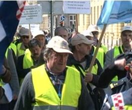 Sindikalni prosvjed protiv otkaza u HŽ Cargu i HŽ Putničkom prijevozu [VIDEO]