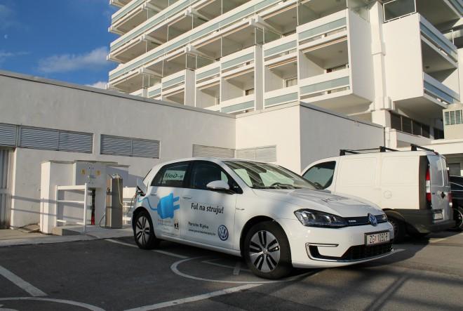 Postavljena prva punionica za električna vozila u Crikvenici