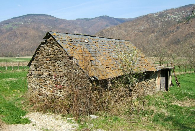 Cijene kuća osjetno niže od cijena stanova.